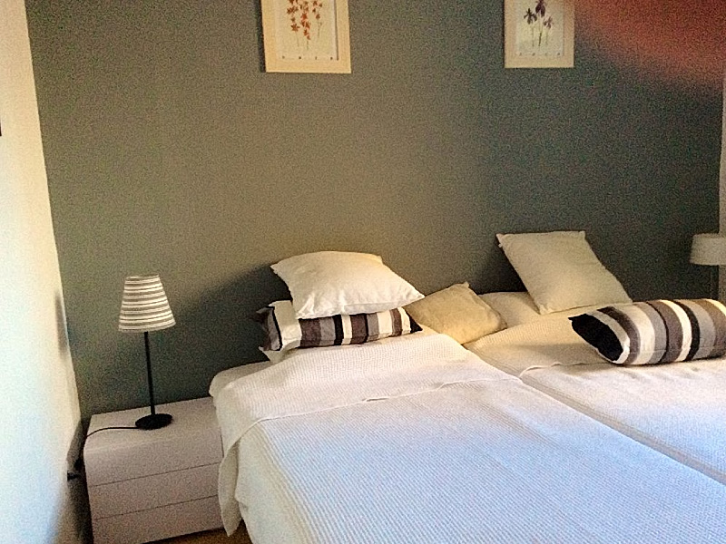 Cannes Suquet Apartments. One Bedroom Apartment. The bedroom